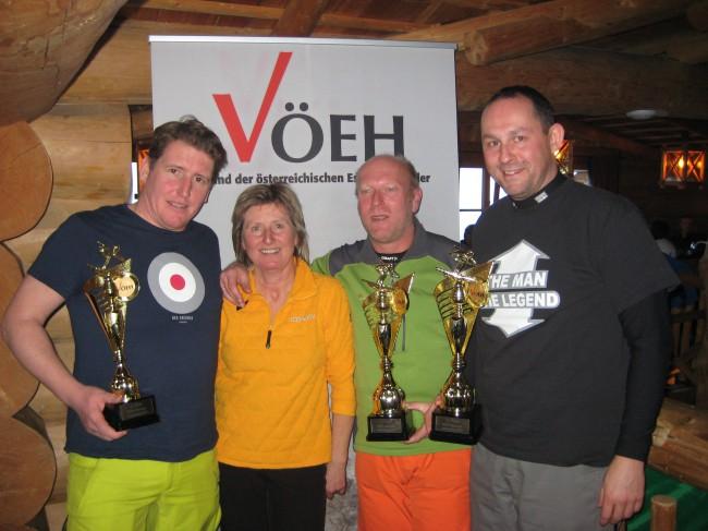 VÖEH-Obfrau Christa Pachler gratulierte den Gewinnern der VÖEH-Winterchallenge: 1. Platz Karl Schmid, 2. Platz Michael Neubauer, 3. Platz Roland Buder.